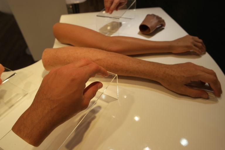 Dłoń silikonowa.